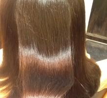 髪の水分量が上がると髪がまとまり、色も落ち着くんですよ